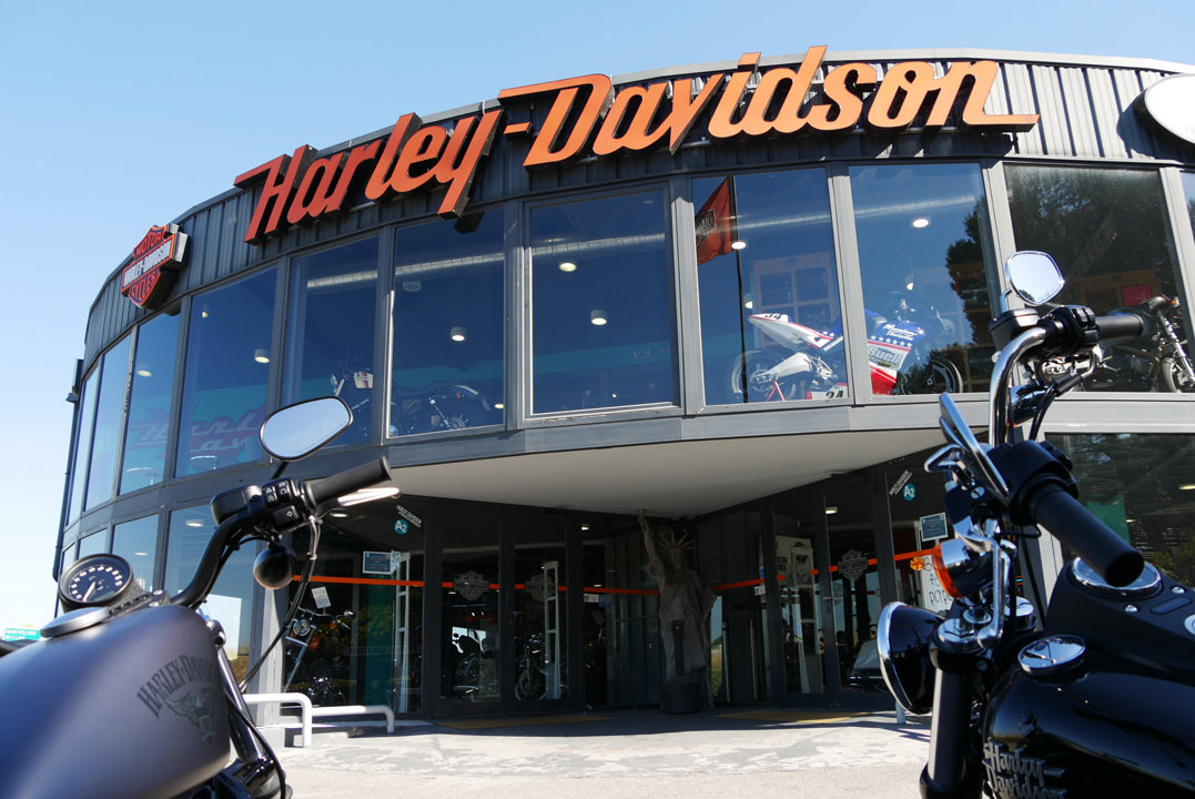 votre concessionnaire harley davidson a montpellier macadam moto montpellier. Black Bedroom Furniture Sets. Home Design Ideas